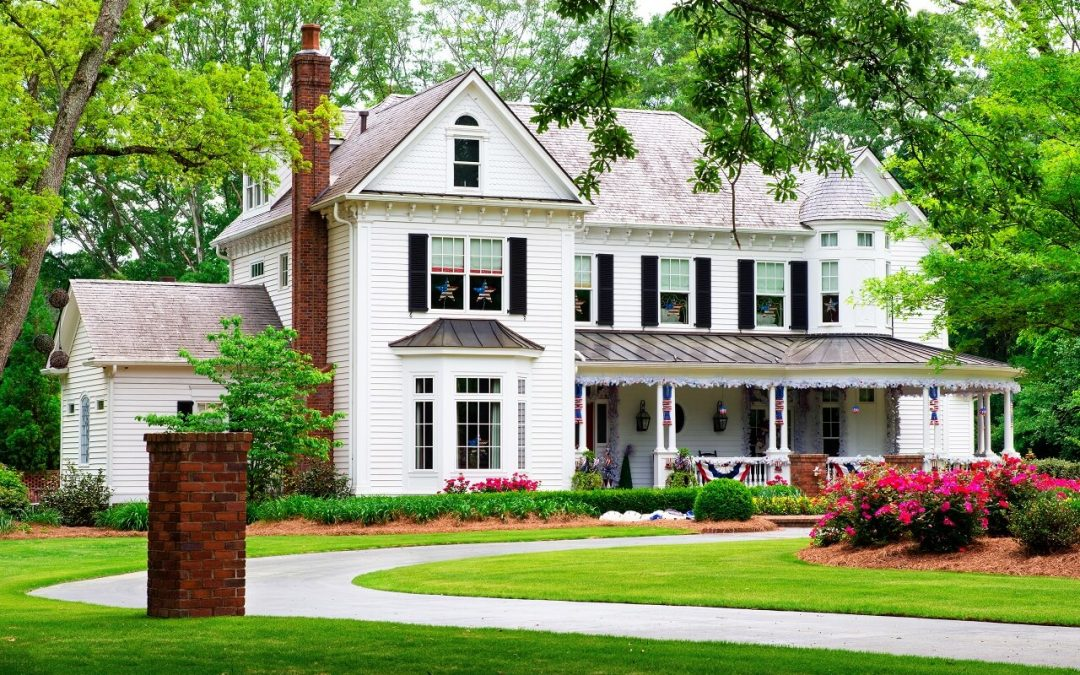 Pros and Cons of Buying an Older House